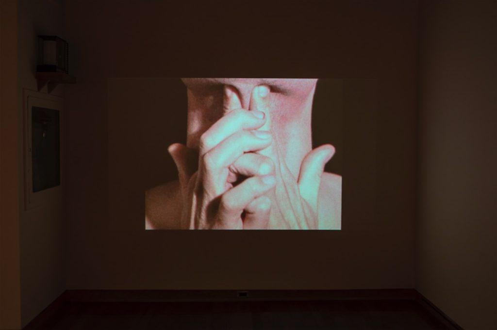 Bruce Nauman, Pinchneck, 1968, Video: 2:08 minutes